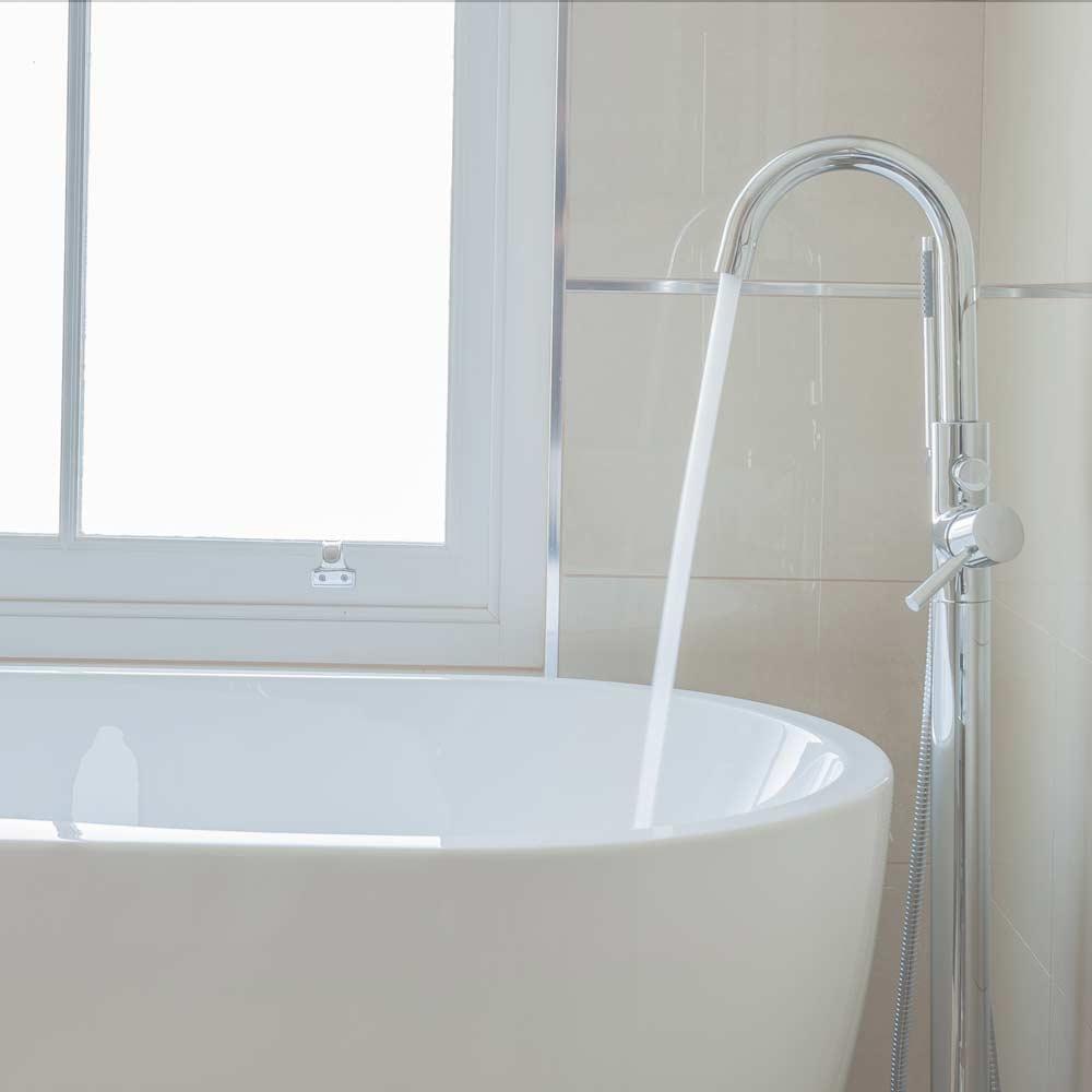 Oatlands park hotel feature room bathroom